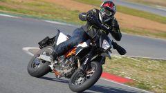 KTM 690 SMC R 2019: torna il motard austriaco. Prova su strada - Immagine: 6