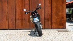 KTM 690 SMC R 2019: diverte anche nel mondo reale  - Immagine: 19