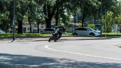 KTM 690 SMC R 2019: tra le curve diverte