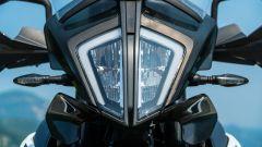 KTM 790 Adventure: il faro anteriore a led