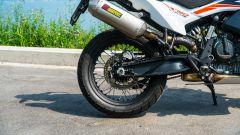 KTM 790 Adventure: lo scarico Akrapovic