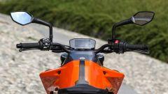 KTM 790 Duke: serbatoio e manubrio