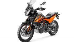 KTM 890 Adventure 2021: versione arancio
