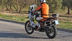KTM: una 890 Adventure R camuffata, anticipa un nuovo modello? Le foto - Immagine: 5