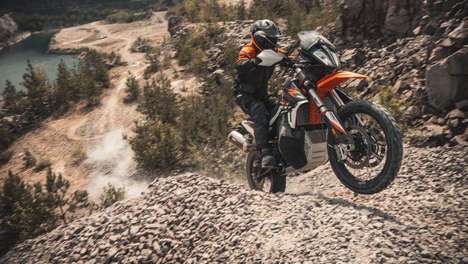 KTM 890 Adventure R in azione