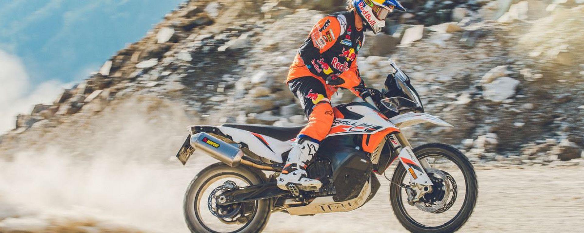 KTM 890 Adventure R Rally in azione