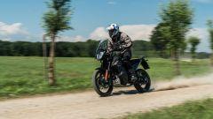 KTM 890 Adventure: la prova in video. Come va, pregi e difetti