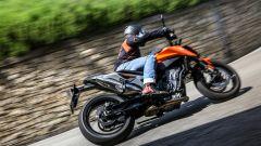 KTM Duke 790 è disponibile nella classica livrea arancione KTM o tutta nera