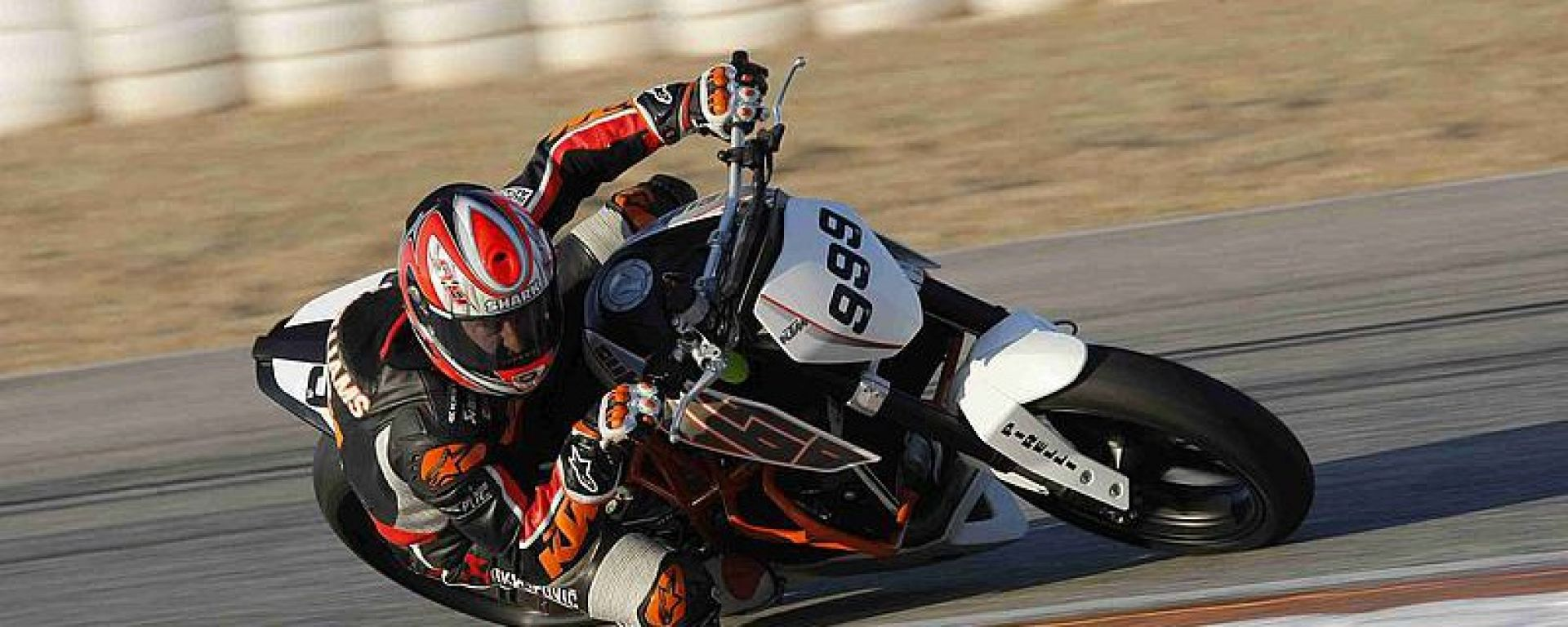 KTM: la 690 Duke Trofeo in pista a Cartagena