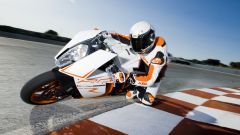 KTM RC8 R in pista