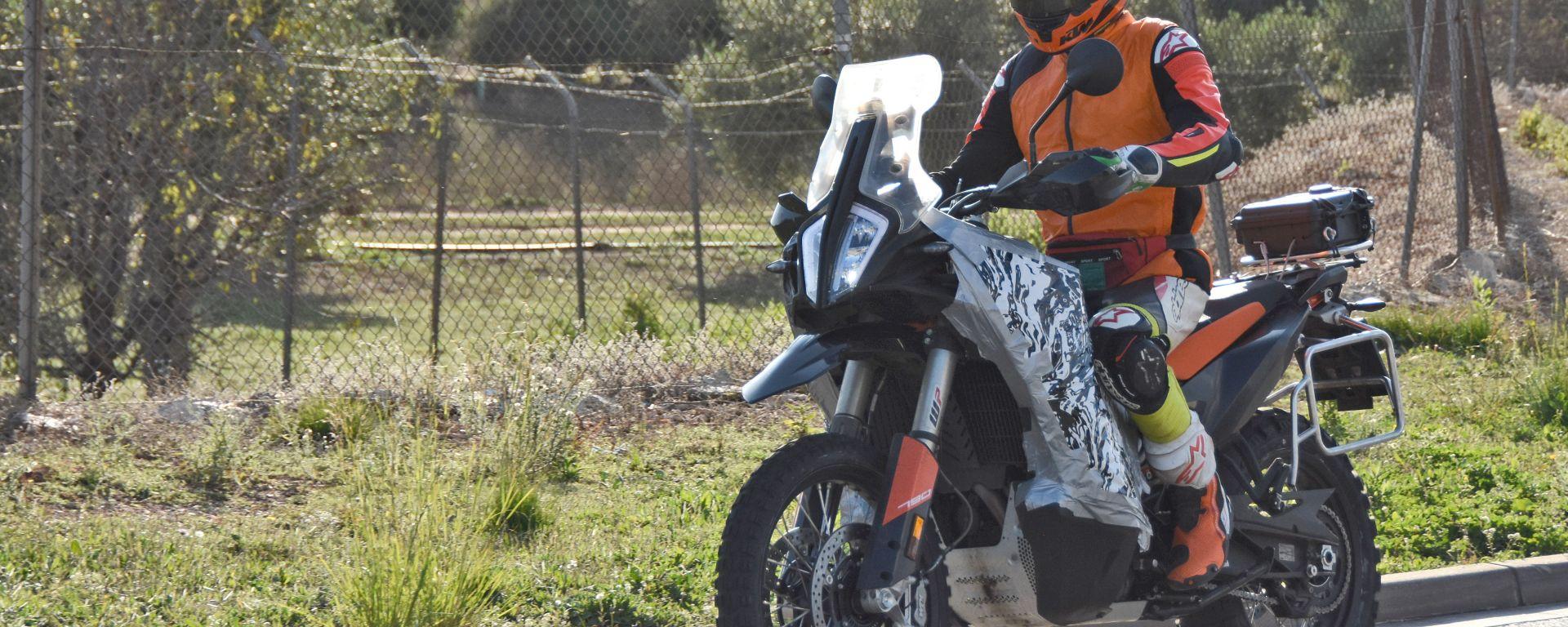 KTM: una 790 Adventure camuffata prova le nuove carene
