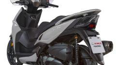 Kymco Agility + 300: il look sportivo del posteriore ricorda gli altri scooter della famiglia Kymco