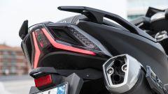 Sym Maxsym TL VS Kymco AK 550: sfida al re dei maxi scooter sportivi - Immagine: 9