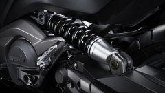 Kymco AK550: l'ammortizzatore posteriore