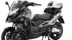 Kymco CV3 2020: visuale di 3/4, multi fit senza sella del passeggero e borsa superiore