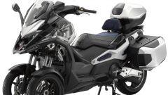 Kymco CV3 2020: visuale di 3/4, multi fit senza sella del passeggero e borse laterali e superiore