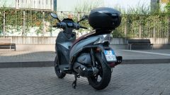 Kymco People S 300, vista 3/4 posteriore