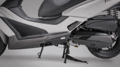 Kymco X-Town 300i ABS 2021: particolare della pedana poggiapiedi