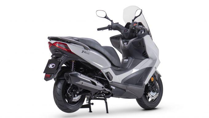 Kymco X-Town 300i ABS 2021: vista 3/4 posteriore