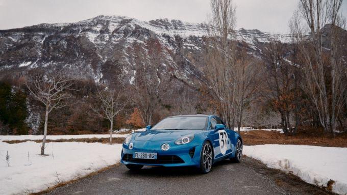 La Alpine A110S guidata da Esteban Ocon tra le strade di montagna del WRC Rallye Monte Carlo 2021