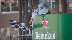 La bandiera a scacchi in Formula 1