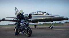 La BMW F 900 R Force è dedicata all'aviazione francese