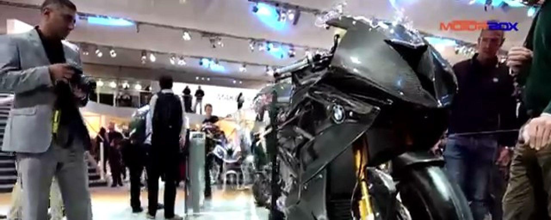 La BMW HP4 RACE sarà costruita con il telaio realizzato interamente in carbonio