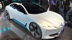 La BMW i4 sarà ispirata alla concept iVision Dynamics: qui in vista 3/4 anteriore