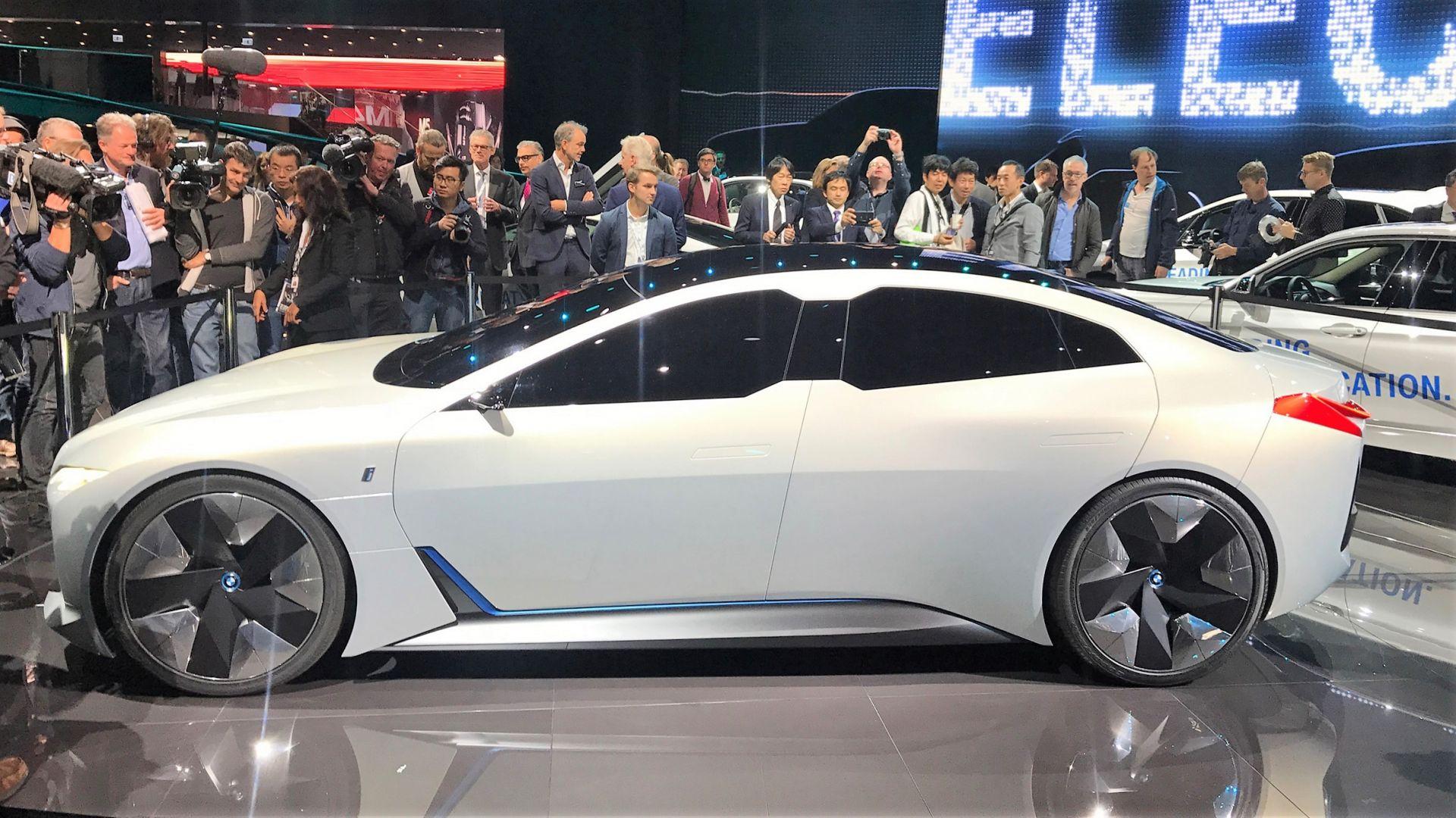 La nuova berlina elettrica BMW i4 avrà 700 km di autonomia ...