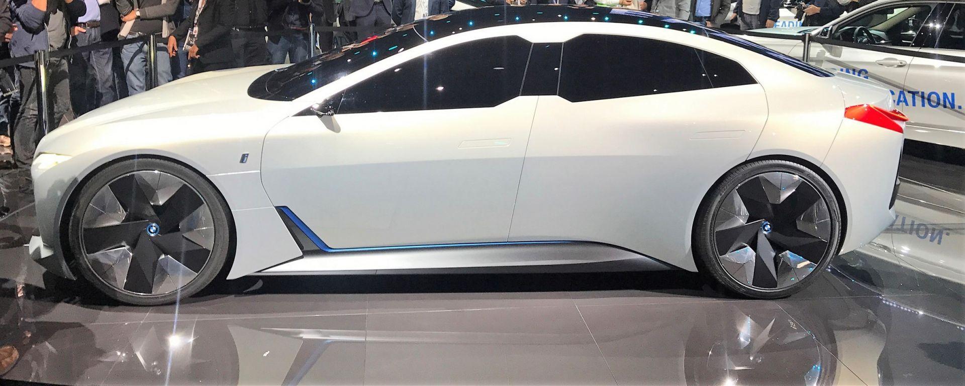 La BMW i4 sarà ispirata alla concept iVision Dynamics: qui in vista laterale
