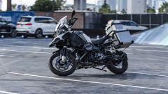 La BMW R 1200 GS piega senza pilota