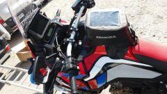 La borsa da serbatoio della Honda Africa Twin 1100 diventata moto ambulanza in Polonia