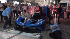 La Bugatti Bolide sale sulla bisarca che la riporterà a Molsheim