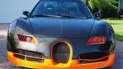 La Bugatti Veyron? Si tratta di un kit, in realtà sotto c'è una Honda Civic