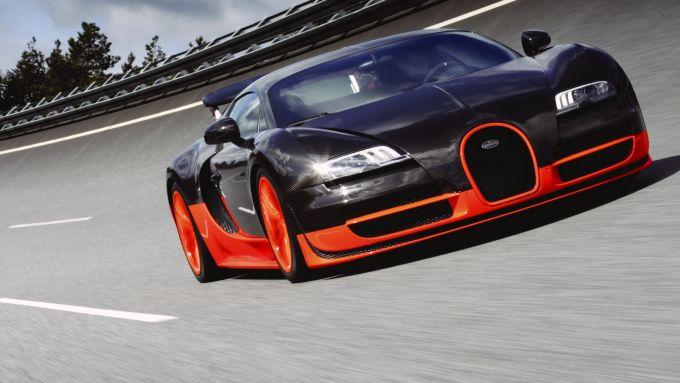 La Bugatti Veyron Super Sport: almeno all'anteriore la somiglianza c'è