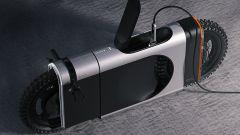 La carica della batteria della Polestar SLR sotto la sella