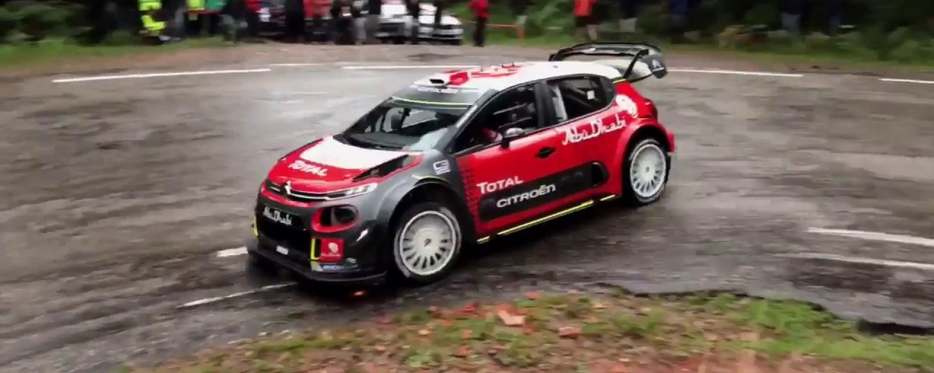 La Citroen C3 WRC con Sebastien Loeb a bordo