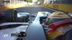 La collisione tra i due rivali dall'on board di Hamilton