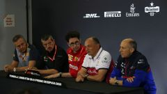 La conferenza dei team principal: Isola (Pirelli), Steiner (Haas), Binotto (Ferrari), Vasseur (Alfa Romeo), Tost (Toro Rosso)