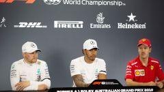 La conferenza stampa dei primi tre piloti delle qualifiche: Hamilton, Bottas e Vettel