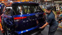 Nissan: tagli alla produzione per la crisi mondiale dei chip
