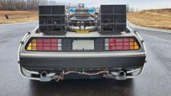 La DeLorean all'asta, vista da dietro