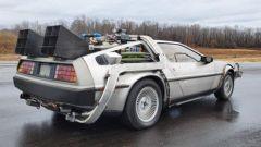 La DeLorean all'asta, vista laterale