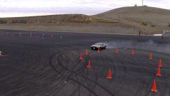 La DeLorean elettrica che drifta senza pilota [VIDEO]