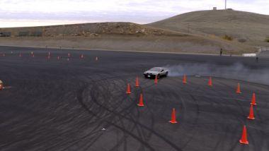 La DeLorean elettrica che drifta senza pilota
