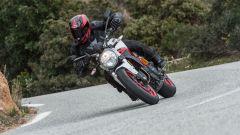 La Ducati Monster 797 ha una bella percorrenza di curva