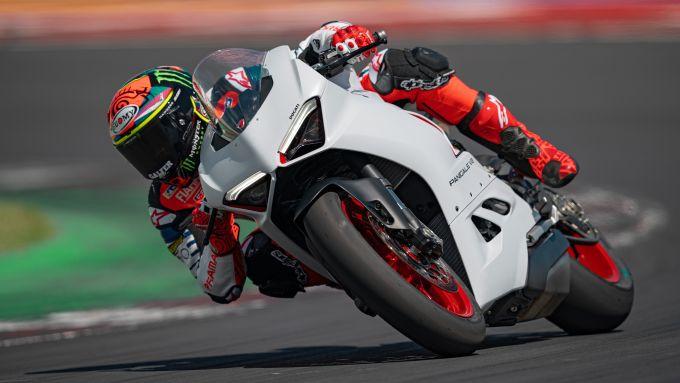 La Ducati Panigale V2 in pista con Bagnaia