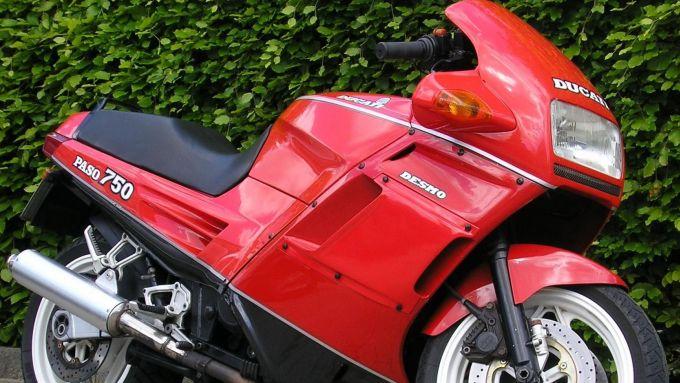 La Ducati Paso 750, dallo stile unico con la carenatura sigillata