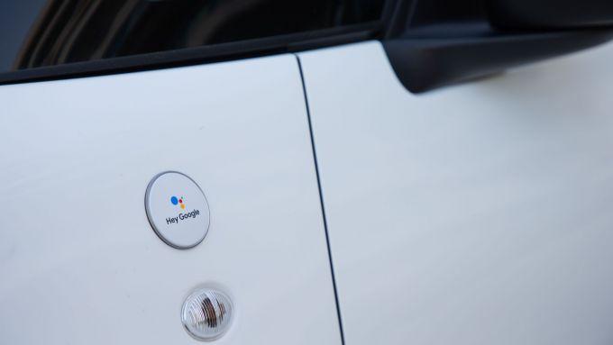 La famiglia 500 Hey Google: il badge sui parafanghi anteriori