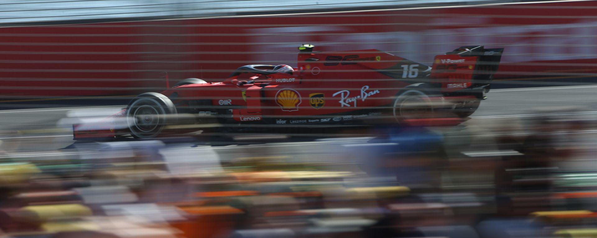 La Ferrari di Charles Leclerc tra le curve del tracciato di Melbourne